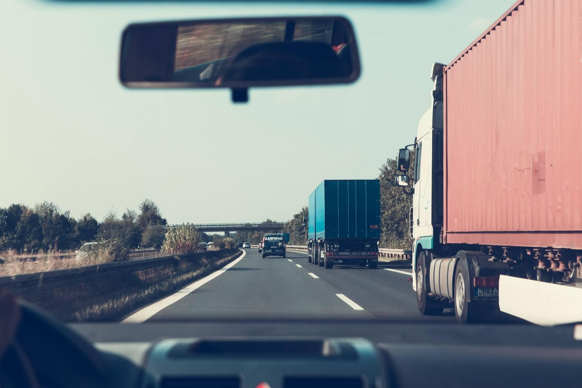 highway-2606937_1920