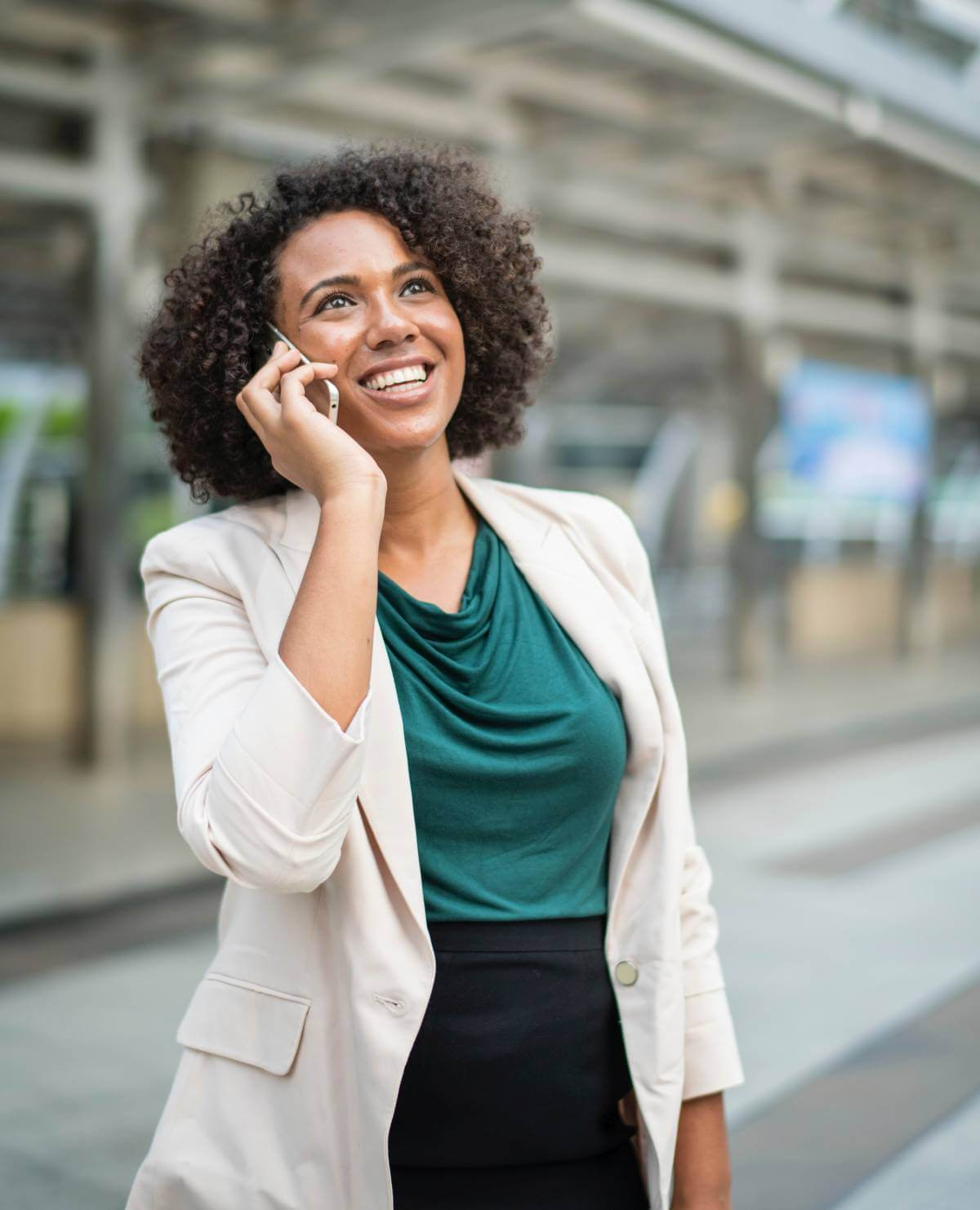 our-kloud-Woman-on-phone-service-support